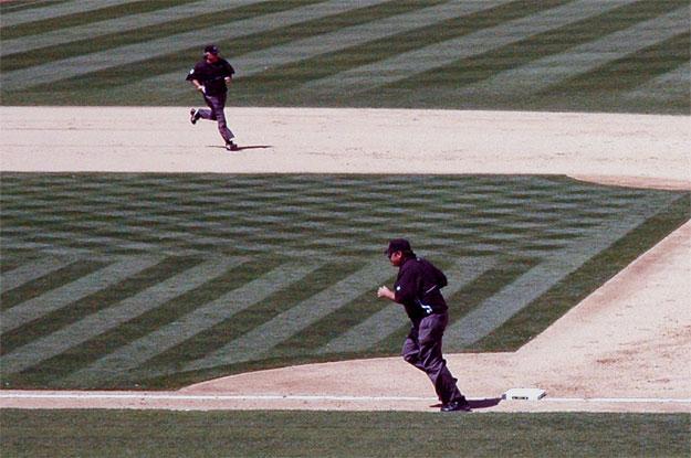 Baserunning, Umpires